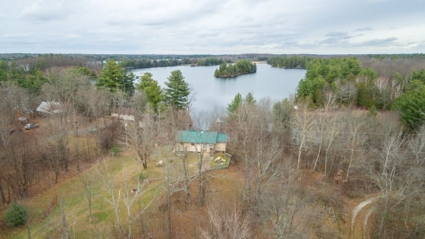 70% above asking price? Prices soar in cottage country | CBC News