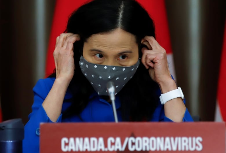 Canada hesitates to update public health guidelines on risk from coronavirus variants