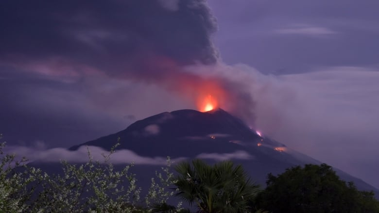 Indonesia volcano: Huge eruption causes thousands to flee poisonous lava streams