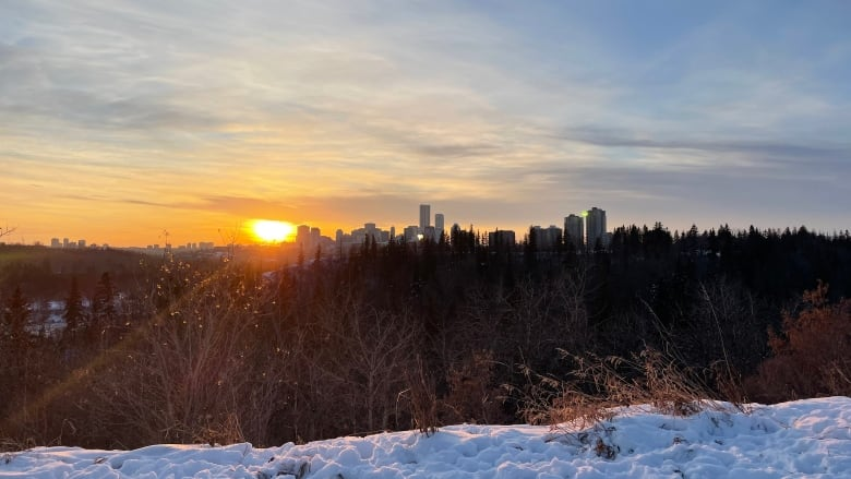'An atmospheric Present ':'' High-pressure system Attracts unseasonably warm temperatures to Alberta thumbnail