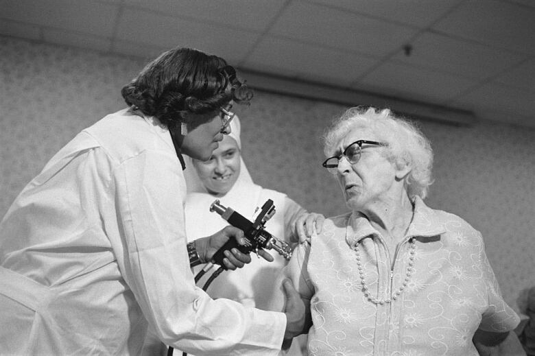 The 1976 U.S. swine flu vaccinations may offer lessons for the COVID-19 pandemic