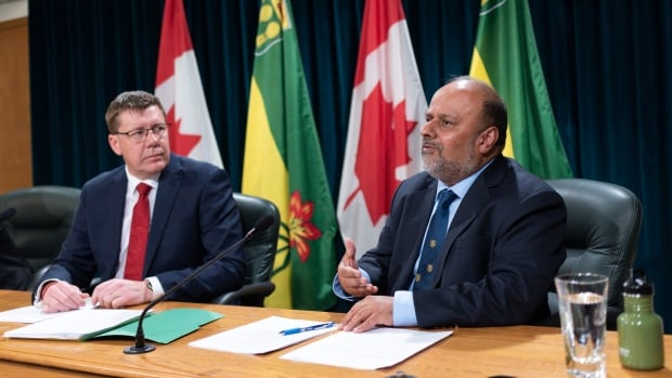 Saskatchewan premier condemns protest by 'group of idiots' outside chief medical officer's home