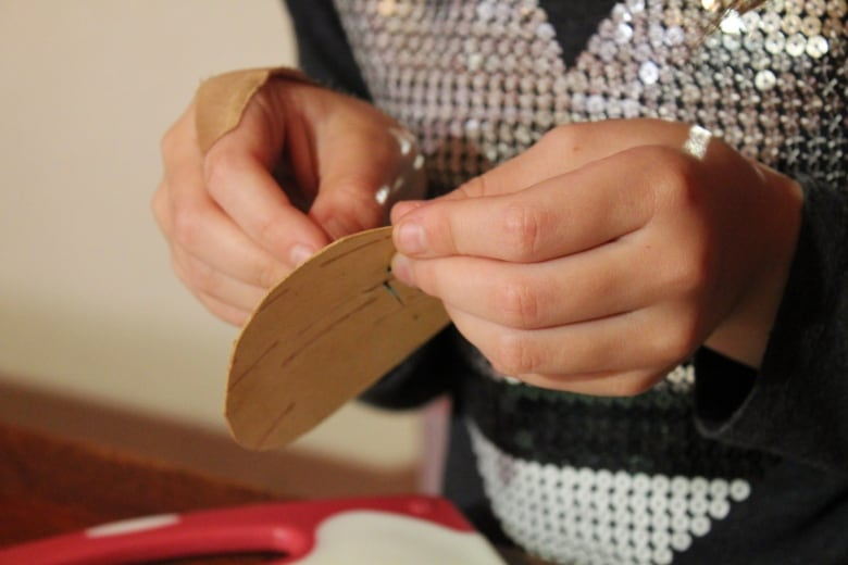 7-year-old teaches Mi'kmaw quillwork, a skill she learned from her Mother thumbnail