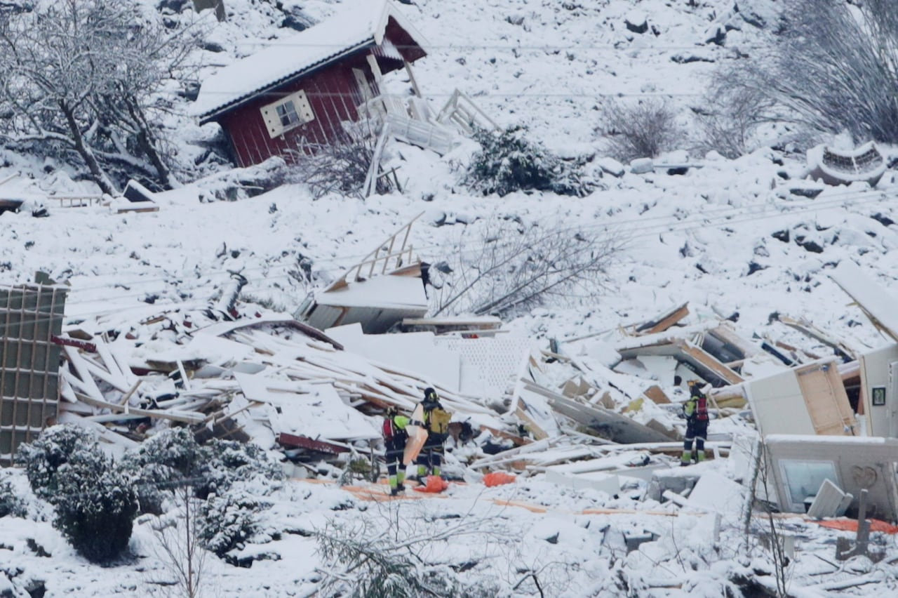 Rescuers recover body after Norway landslide, continue search for 9 others    CBC News