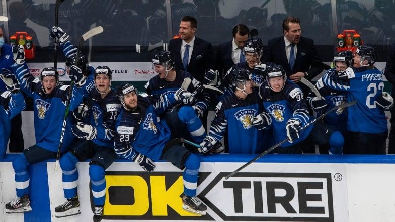 Canada blanks Czechs 3-0, reaches semifinals of world junior hockey championship