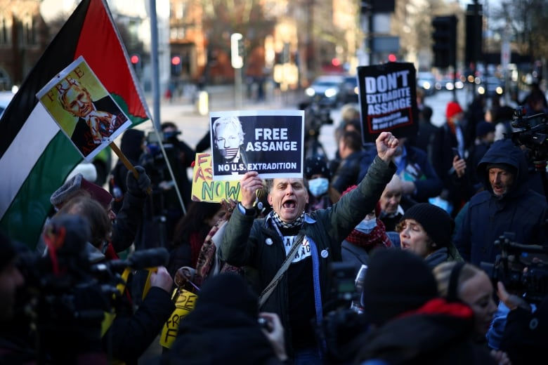United Kingdom judge denies Wikileaks founder's bail after blocking his extradition to US_china