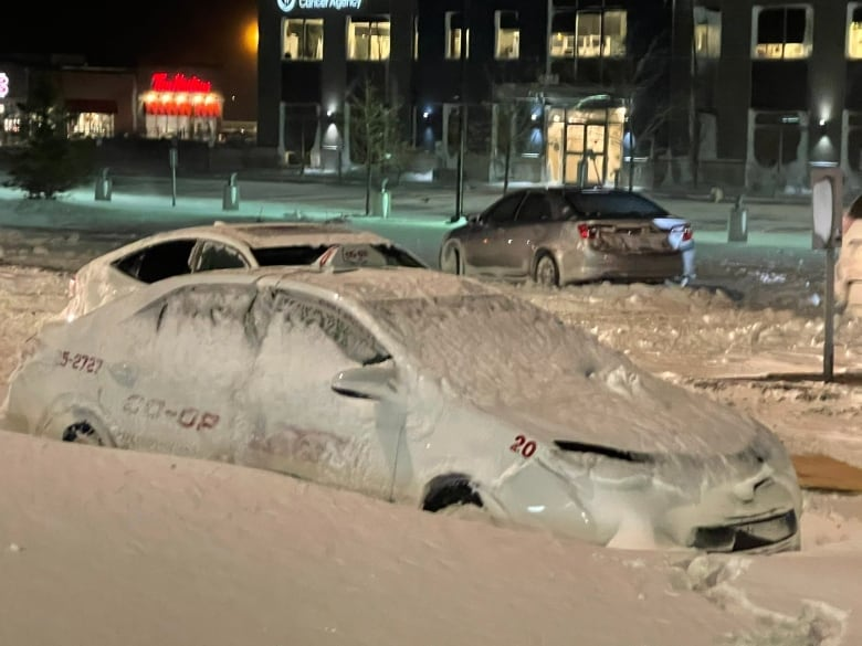 Passengers stranded, property damaged as blizzard rampages across Sask. thumbnail