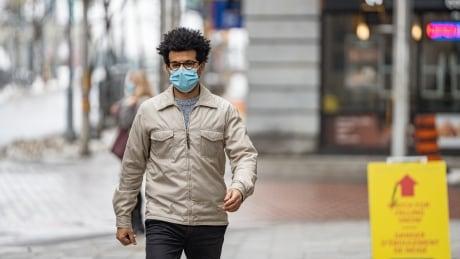 pedestrian man covid-19 coronavirus mask bank street ottawa downtown