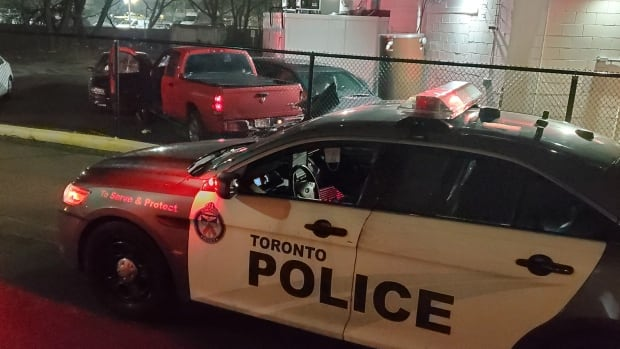SIU investigating after Toronto police shoot and injure man in Scarborough thumbnail