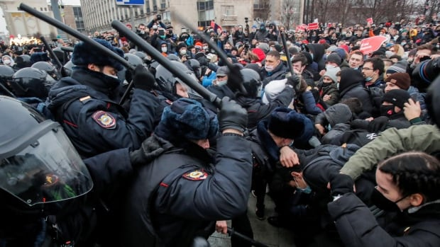 As mass protests rattle the Kremlin, some see a new political dynamic in Russia | CBC News