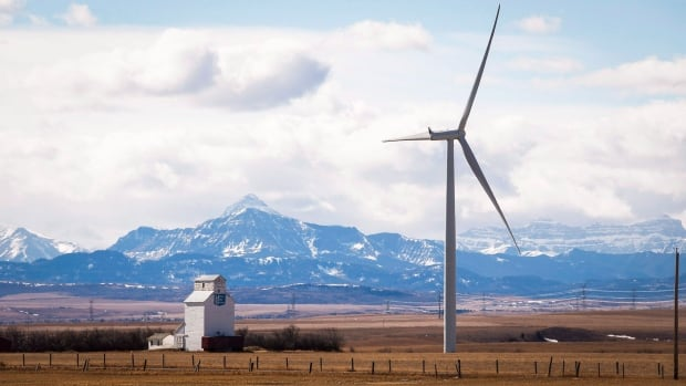 Proposed windfarm gets thumbs down by some Alberta landowners