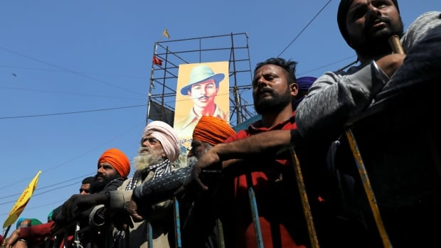 Protesting Indian farmers return to camp after storming historic fort | CBC News