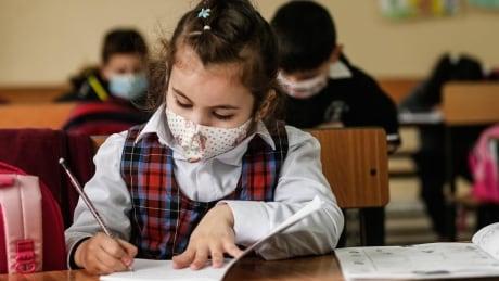COVID-19 آموزش میلیون ها دانش آموز در سراسر جهان را مختل می کند