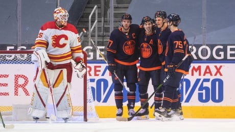 Connor McDavid scores natural hat trick as Oilers dominate Flames in Battle of Alberta