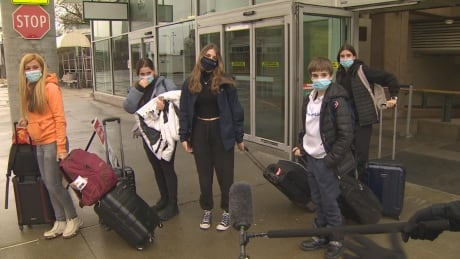Quebec spring breakers arrive in B.C., despite warnings against non-essential travel