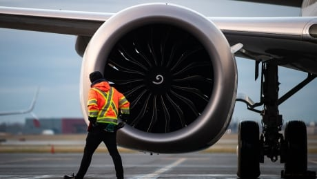 Ottawa, airlines close to bailout package that could soar past $7 billion, says labour leader