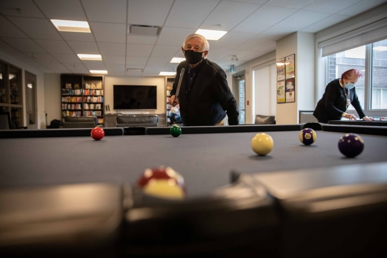 In a Regina retirement home, boxing and pool keep pandemic loneliness at bay
