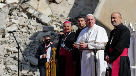 In Iraqi city where ISIS ruled, Pope Francis prays for peace and forgiveness