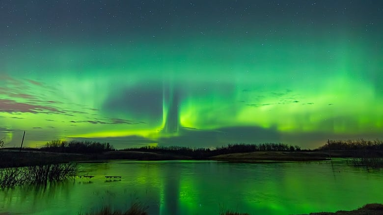 https://i.cbc.ca/1.5940414.1615150674!/fileImage/httpImage/image.jpg_gen/derivatives/16x9_780/colin-chatfield-aurora-borealis-2.jpg