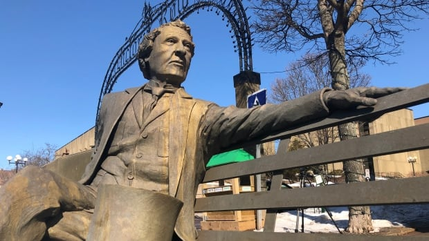 Sir John A. statue in Charlottetown will stay, but he'll have some company | CBC News