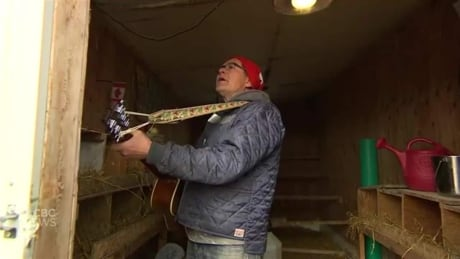 Manitoba grandpa and his Jabber Cackle Choir of chickens sing to bring joy to others