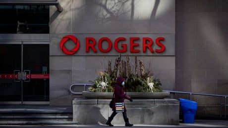 Rogers says service starting to return after Canada-wide wireless outage