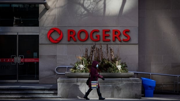 Some Rogers wireless customers hit by outages across Canada