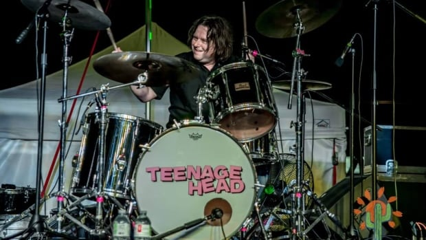 Hamilton drummer Gene Champagne of Teenage Head back home after time on ventilator for COVID-19 | CBC News