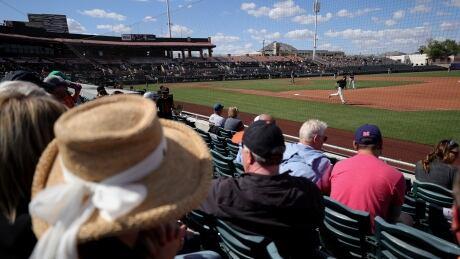 Fans-MLB-040321