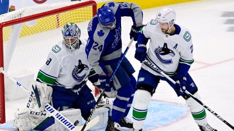 HKN Canucks Maple Leafs 20210206