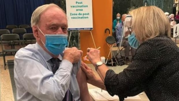 'Do your duty' and get vaccinated, says Jean Chrétien