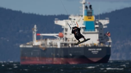 The week in pictures: From kiteboarding to a band of pigeons