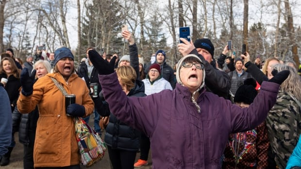 Hundreds rally outside Alberta church that was closed over COVID-19 violations