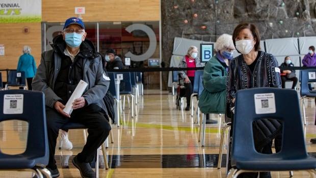 Toronto hospitals close clinics, halt appointments due to COVID-19 vac... image