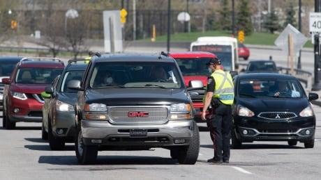 ontario quebec ottawa gatineau border traffic bridge covid coronavirus police