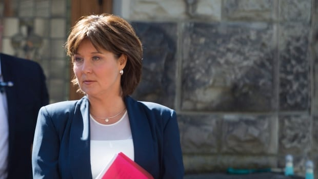 Former B.C. premier says government didn't alert her to rise in money laundering until 2015