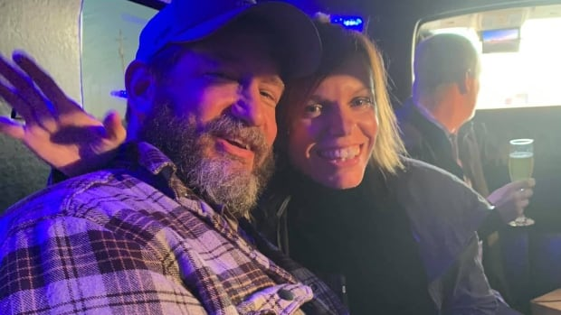 As a 45-year-old farmer recovers from COVID, his wife and friends run 90 kilometres | CBC News