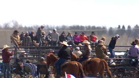 Organizers of 'anti-lockdown' rodeo charged with breaking Alberta health act