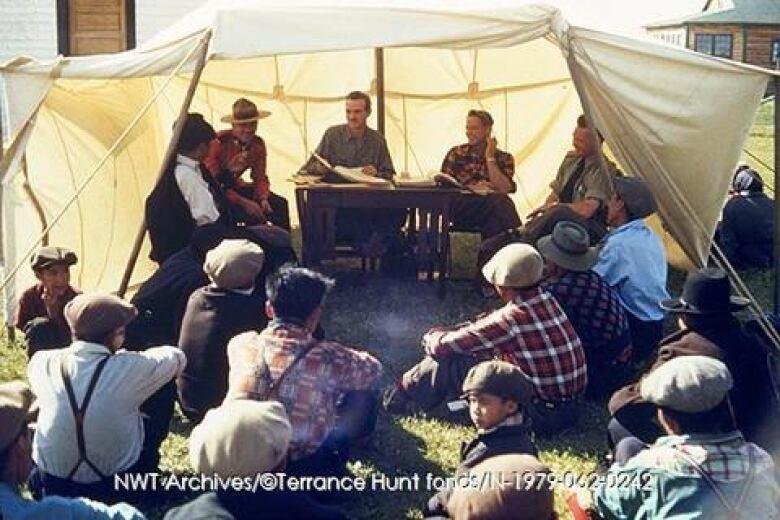 Elders in Líídlįį Kúę reflect on spring breakup, then and now
