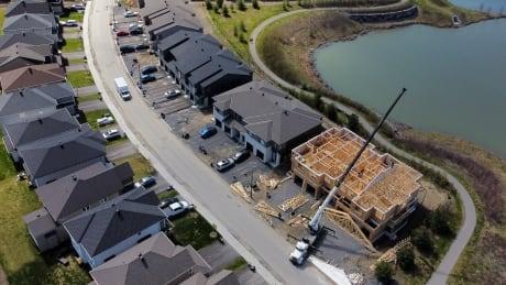 housing suburb sprawl ottawa kanata construction