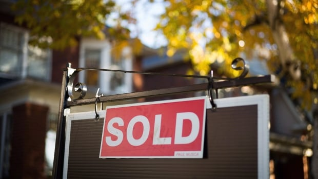 GTA brokers, buyers call for more transparency in real estate bidding process   CBC News