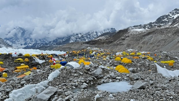 China cancels Everest climbs over fears of importing coronavirus from Nepal