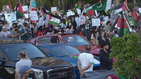 Thousands rally in Mississauga to show support for Palestinians amid Middle-East conflict