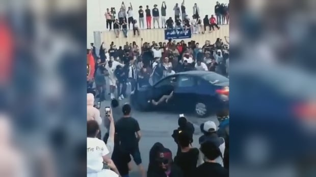 Pickering, Ont., mayor blasts car rally that draws more than 300 to parking lot in city east of Toronto | CBC News