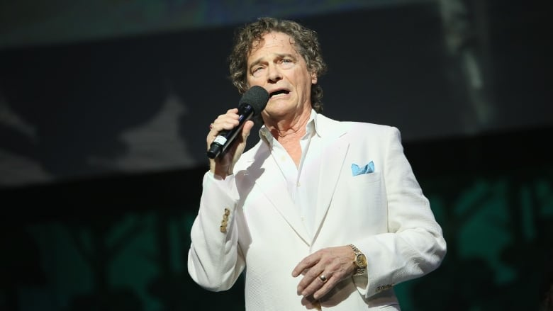B.J. Thomas, Grammy-winning singer who topped charts across genres, dies at  78 | CBC News