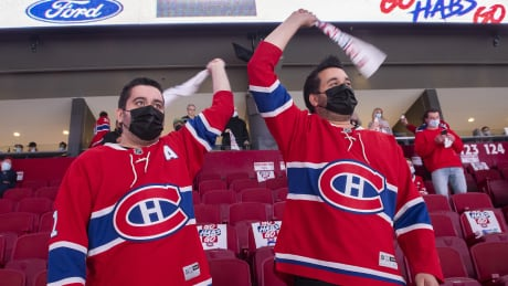Habs, Leafs fans sing 'O Canada' in Montreal
