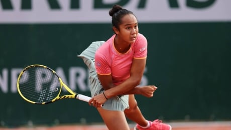 Montreal's Leylah Annie Fernandez kick starts French Open with dominant win