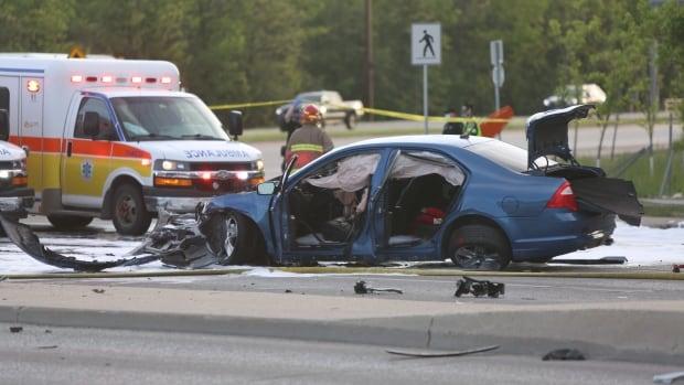 6 people sent to hospital Thursday evening after car crash in Winnipeg's North Kildonan area