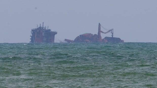 Rough seas hamper Sri Lankan divers examining sinking ship for possible fuel leakage | CBC News