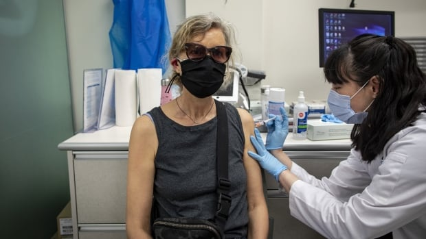 Toronto offers more pop-up vaccination clinics in hot spots | CBC News